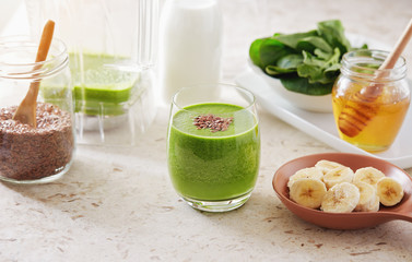 Healthy green smoothie made with spinach, banana and flax seed.