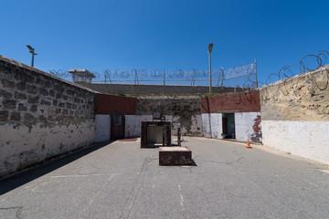 Innenhof eines Gefängnis / Strafanstalt / Justizvollzugsanstalt