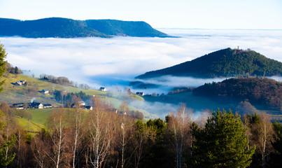 Blick über die Rheinebene im Nebel