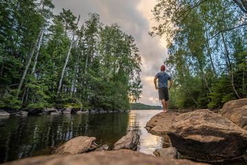Camping an einem Fluss in Schweden