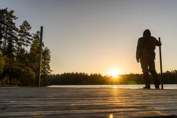 Sonnenaufgang an einem See in Schweden