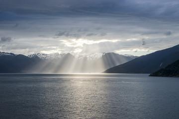 Sonnenuntergang am Fjord in Norwegen