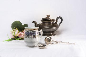 Antiquität Teetassen mit Silberkanne mit Silber teesieb