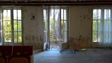 Lost Place - Die offene Tür