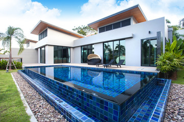Luxury home design with swimming pool