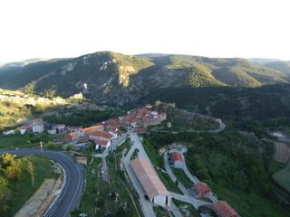 Linares de Mora. Pueblo en la Provincia de Teruel ( Aragón, España). Está situado en la Sierra de Gúdar y consiste de dos núcleos de población: Linares de Mora y Castelvispal