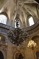 Lustres à l'église Saint-Paul à Paris, France