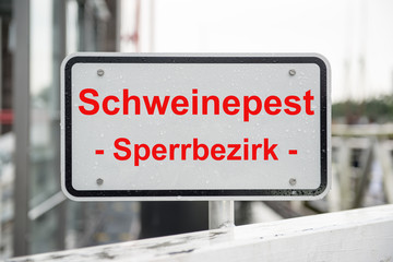 Schild Sperrbezirk Schweinepest