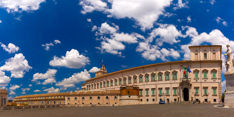 Panoramic view of Quirinal Palace or Palazzo del Quirinale as seen from Piazza del Quirinale in the sunny day, Rome, Italy. Fototapete
