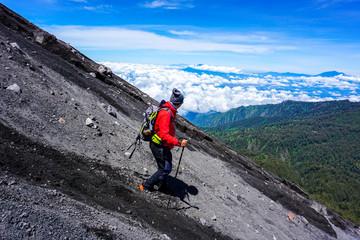semeru mount hiker