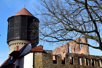 Mönchskirchruine und Wasserturm II