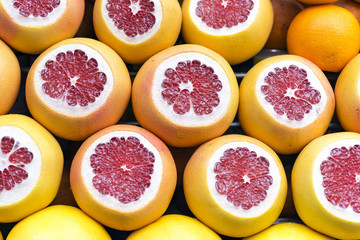 Grapefruits cut on store