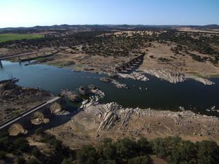 El puente de Ajuda  entre  Olivenza (España) y Elvas (Portugal). Construido por el rey Manuel I en 1509, durante la Guerra de Sucesión Española fue parcialmente destruido.