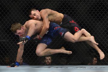 MMA: UFC 219-Jury vs Glenn