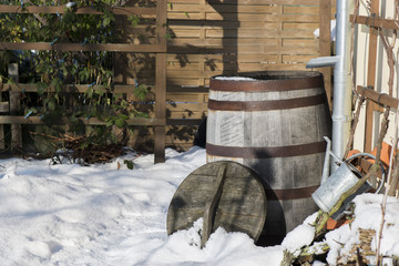 Winter - Regentonne im Winter