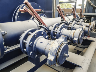 Oil valves in the oil collector