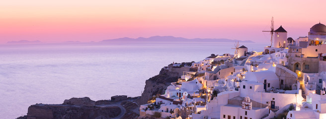 Keuken foto achterwand Lichtroze The famous sunset at Santorini in Oia village