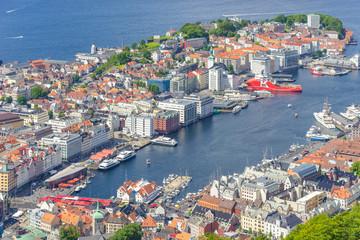 Blick zum Hafen von Bergen auf dem Aussichtspunkt Floyen, Norwegen