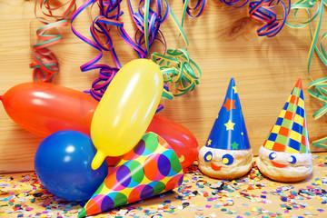 Carnival, Karneval, Fasching, Fastnacht, Kindergeburtstag, Luftballons, Luftschlangen, Faschingskrapfen, Konfetti, Textraum, copy space