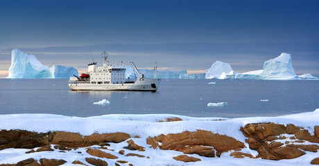 Greenland - Tourist Icebreaker - Arctic