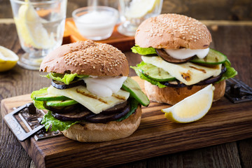 Haloumi burger with grilled vegetables and romaine lettuce