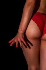 Sexy rote Unterwäsche, schöner Po einer hübschen Frau
