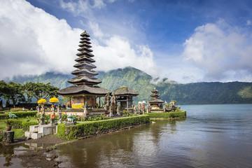 Fotobehang Indonesië The lake Temple (Ulun Danu Bratan Temple) located near Ubud, Bali, Indonesia