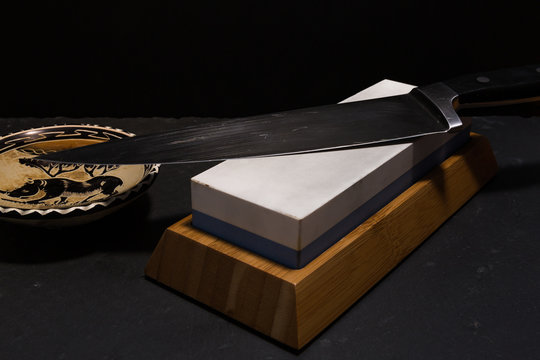 sharpening knife with whetstone
