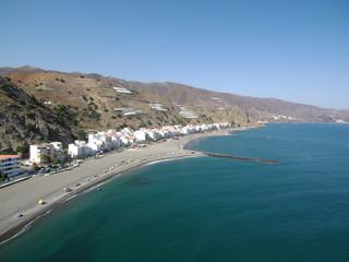 Playa La Mamola,localidad  de Polopos en la provincia de Granada, Andalucía (España). Está situada en la parte oriental de la comarca de la Costa Granadina