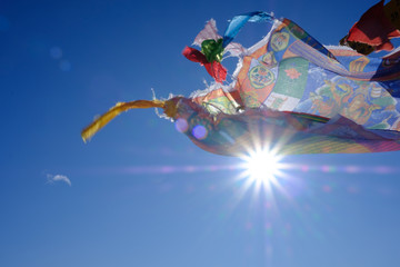 Bandiera Tibetana sventola in vetta