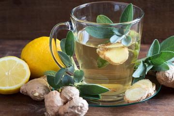 Salbeitee mit Ingwer und Zitrone