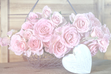 Romantische Dekoration mit Rosen und Herz, Karte beschreibbar