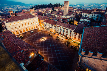 Fotomurales - Bergamo Alta old town at sunset - S.Maria Maggiore Piazza Vecchia - Lombardy Italy
