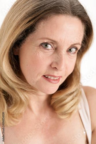 reife Frau facialed