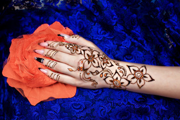 Hand on Flower Mehendi Picture