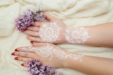 White mehendi on hands