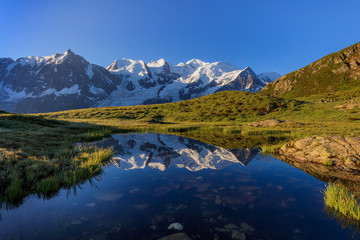 Fototapete - Mont Blanc massif in the French Alps