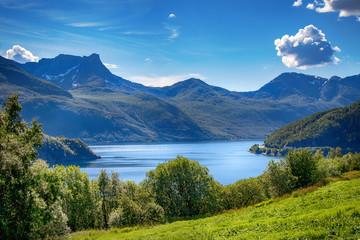 Blick über einen Fjord in Norwegen