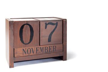 Wooden Perpetual Calendar set to November 7th