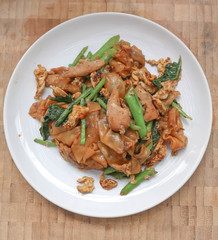 stir fried noodle with pork and kale