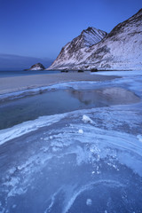 Fototapete - Beach and mountains on the Lofoten in Norway in winter
