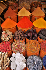 Gewürze in den Souks von Marrakesch