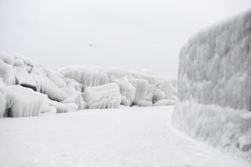 Germany, Mecklenburg-Western Pomerania, Ruegen, Sassnitz, Mole in winter