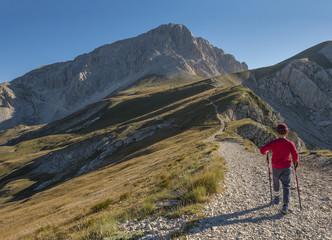 Italy, Abruzzo, Gran Sasso e Monti della Laga National Park, Hiker on the path to the summit of peak Corno Grande