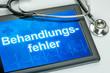 Tablet mit dem Text Behandlungsfehler auf dem Display