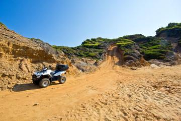 quad in spiaggia