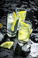Vodka with lemon and ice. O