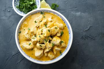 Chicken in spicy coconut sauce