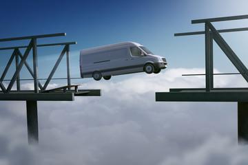 Lieferwagen springt über Abgrund
