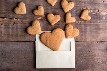 Papiers peints Biscuit gingerbread cookies in an envelope
